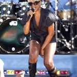 Mary J. Blige Is A Cubicle Chick (Photos)