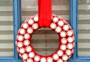 A Fresh Spin on the Holiday Wreath: DIY Peppermint Wreaths