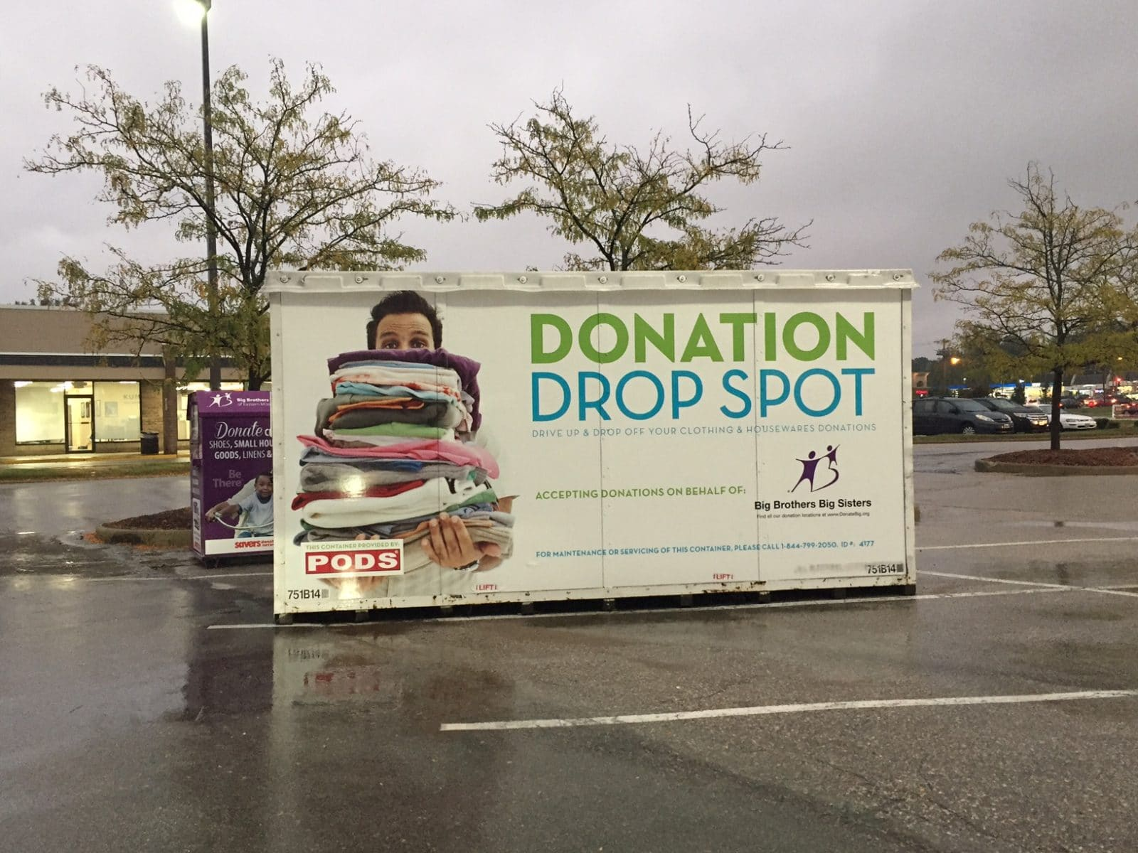 Organizing Your Closet For Fall? Help Your Community with Donation Drop Spots #STL (Sponsored)