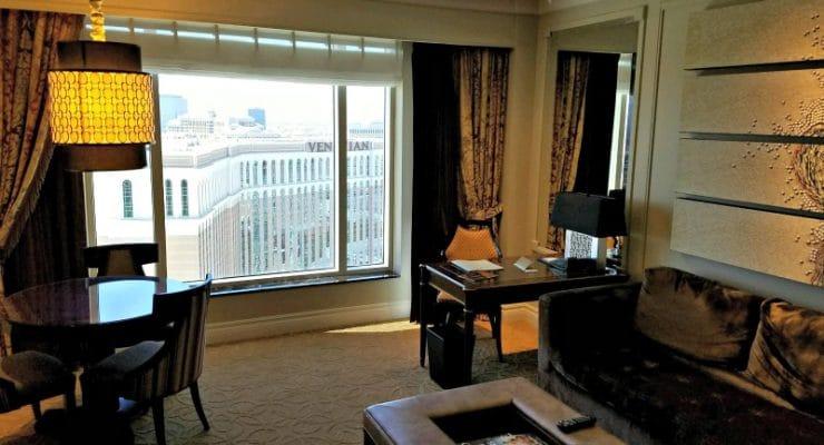 the-palazzo-luxury-suite-living-room