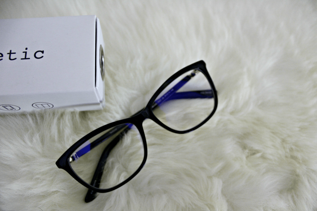 Living That Digital Life with Phonetic Eyewear Review + Giveaway