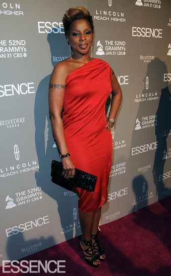 Essence Magazine Salutes Mary J. Blige With An Award