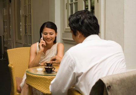Yes, Using Your Smartphone Constantly on a Date is a FAIL