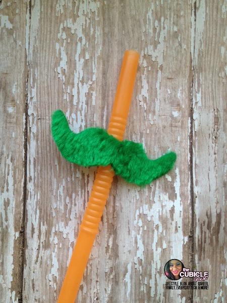 DIY Lucky Leprechaun Mustache Straws.jpg
