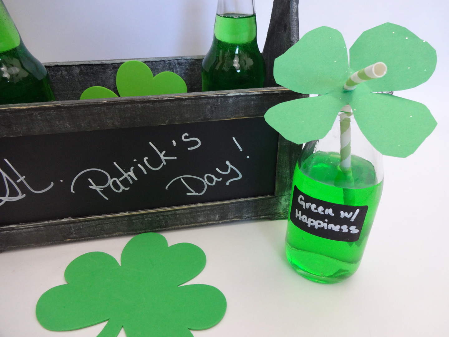 Busy Parent Craft: St. Patrick's Day Four Leaf Clover Straw Toppers