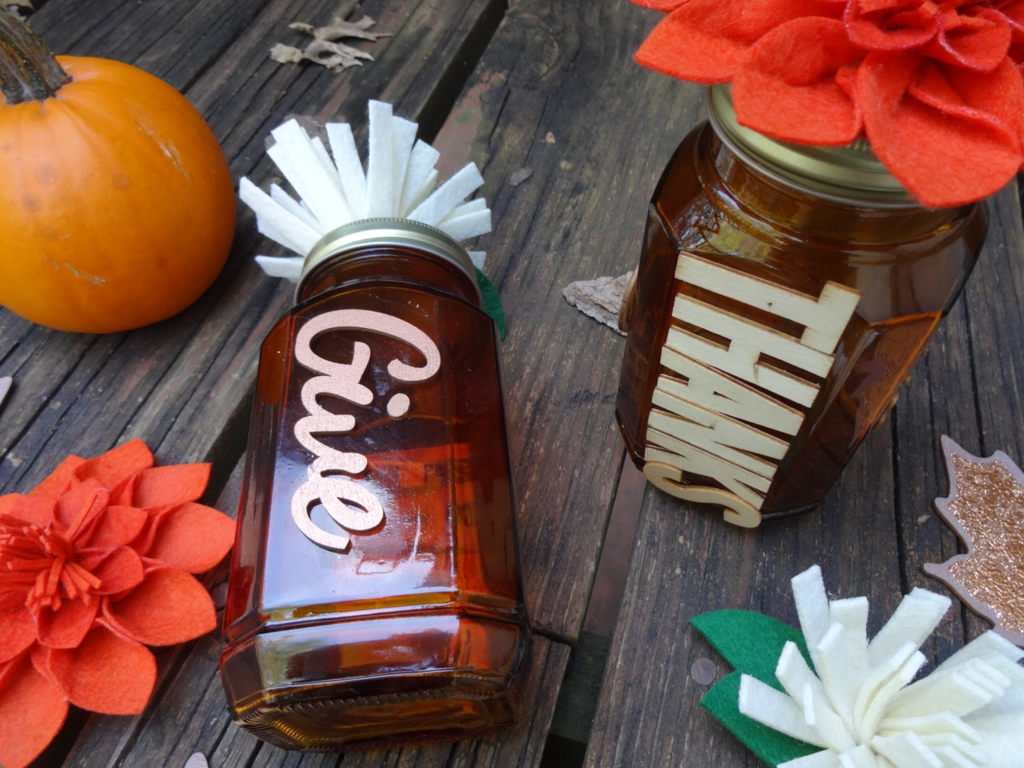 DIY Thankful Mason Jars for Thanksgiving Entertaining