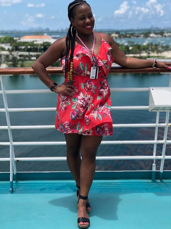 Being 40+ doesn't mean that you can't slay your style while traveling. I am sharing a few of my style cues that will have you jetsetting while looking fly.