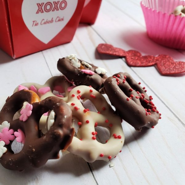 Delicious Chocolate Dipped Pretzels for Valentine's Day
