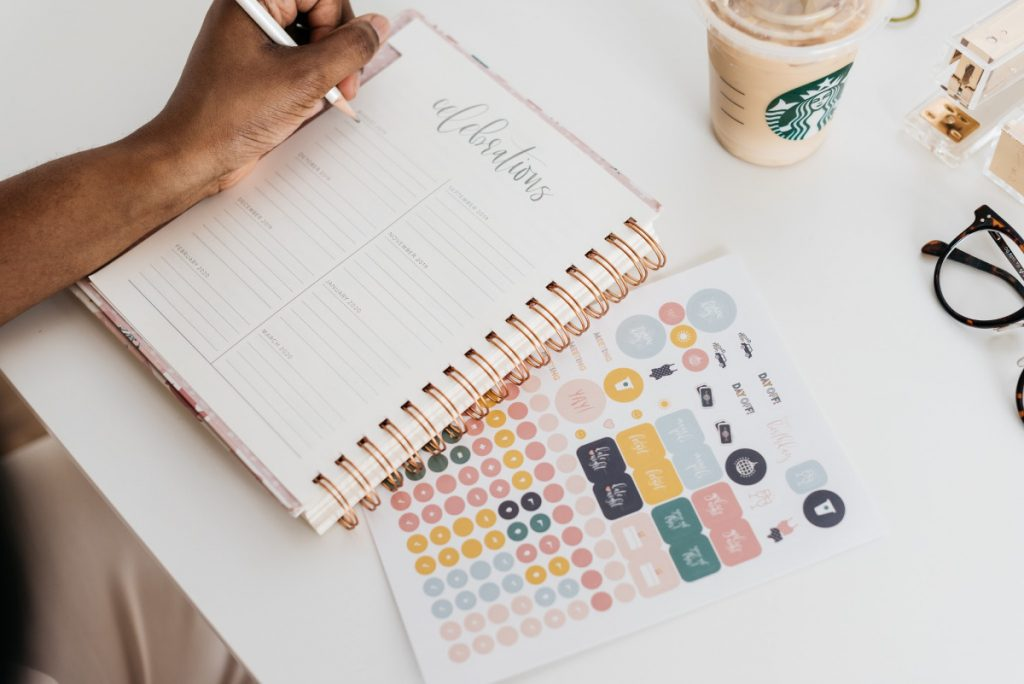 I've compiled a list of five amazing and helpful planners for working moms that will have you out here completing all of your goals.