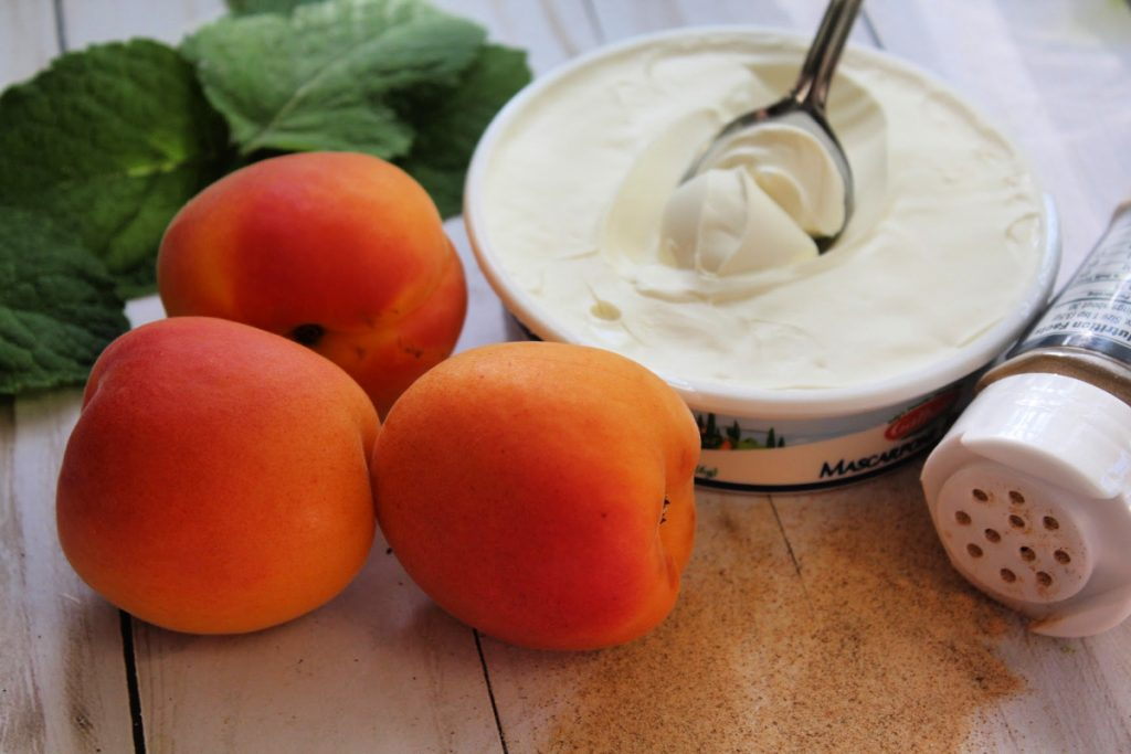 Create a yummy and delicious treat that your whole family will love with this recipe for Easy Baked Apricots with Mascarpone Cheese.