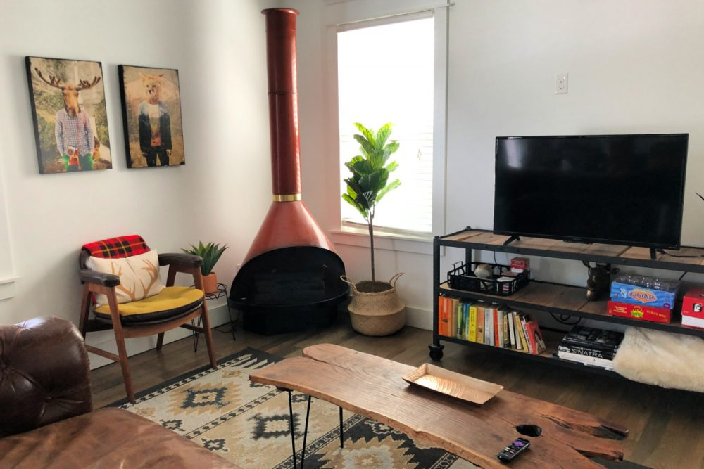 It's important to select the right AirBNB when traveling, so as a frequent AirBNB guest, I am sharing my tried and true tips.